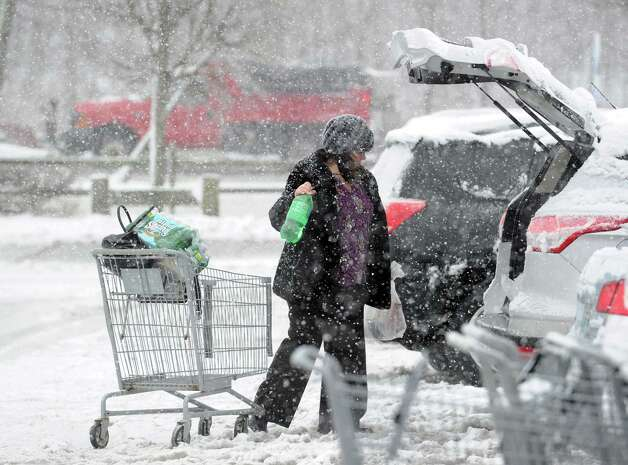 Joann Petti of Cos Cob puts groceries in her carafter shopping in the Riverside Commons Shopping Plaza during the snowstorm that hit Greenwich, Conn., Friday, Feb. 8, 2013. Photo: Bob Luckey / Greenwich Time