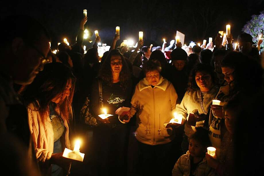 Mourners pray at a vigil for Genelle Conway-Allen at Allan Witt Park, where her body was found a week ago. Photo: James Tensuan, The Chronicle