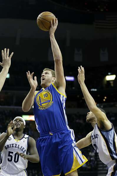 Golden State Warriors' David Lee (10) goes to the basket between Memphis Grizzlies' Zach Randolph (5
