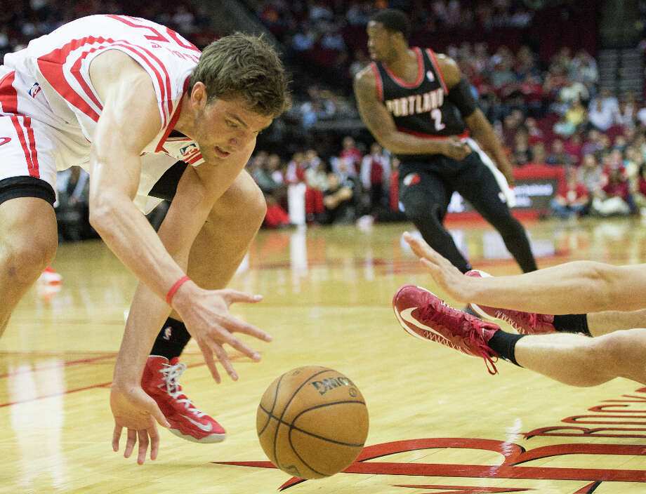 Rockets small forward Chandler Parsons (25) scoops up a loose ball. Photo: Smiley N. Pool, Houston Chronicle / © 2013  Houston Chronicle