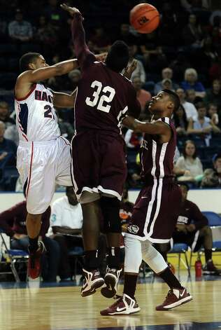 HJ player Travis Stevens, #21,passes over the heads of two Tigers during the Hardin Jefferson High School boys basketball game against Silsbee High School on Friday, February  8, 2013, at Ford Arena. Photo taken: Randy Edwards/The Enterprise Photo: Randy Edwards