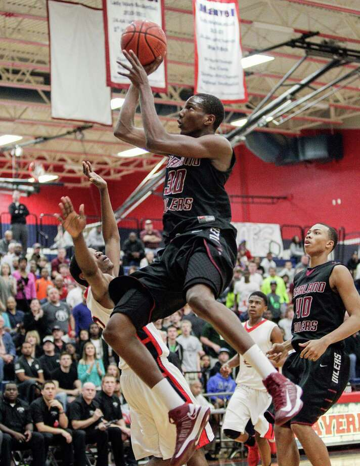 Pearland's Jay Hedgeman (30) drives to the basket late in the fourth quarter during a high school basketball game between Pearland and Manvel, February 8, 2013 in Manvel. (Bob Levey/For The Chronicle) Photo: Bob Levey, Photographer / ©2013 Bob Levey