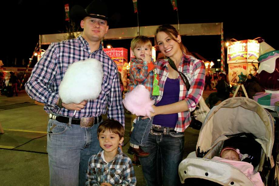 A diverse crowd had a blast during the second day of the San Antonio Stock Show and Rodeo Friday night. Photo: Yvonne Zamora For MySA.com