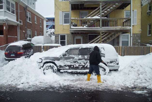 Residents of Stamford's West Side dig out from the blizzard on Saturday, Feb. 9, 2013. Photo: Chris Preovolos / Stamford Advocate