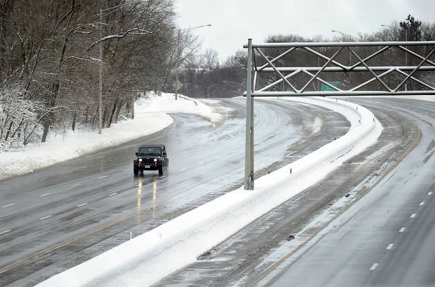 A lone vehicle heads south on a clear I-95 during the aftermath of the blizzard in Greenwich, Conn., Saturday morning, Feb. 9, 2013. Photo: Bob Luckey / Greenwich Time