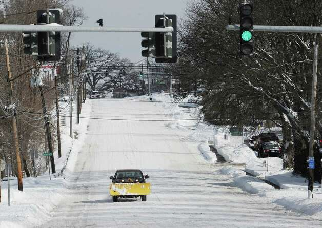 West Putnam Avenue during the aftermath of the blizzard that hit Greenwich, Conn., Saturday morning, Feb. 9, 2013. Photo: Bob Luckey / Greenwich Time