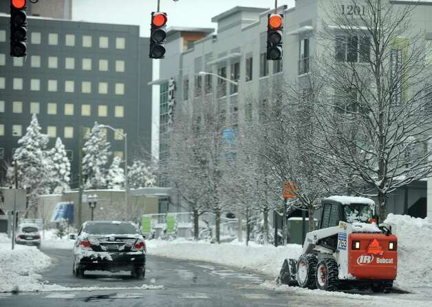 Few cars take to the roads in Stamford, Conn., on Saturday, February 9, 2013. Photo: Lindsay Perry / Stamford Advocate