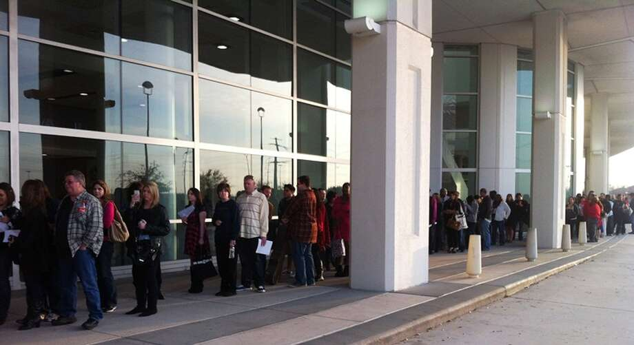 Folks began lining up early outside Reliant Center. (Joey Guerra/Chronicle)