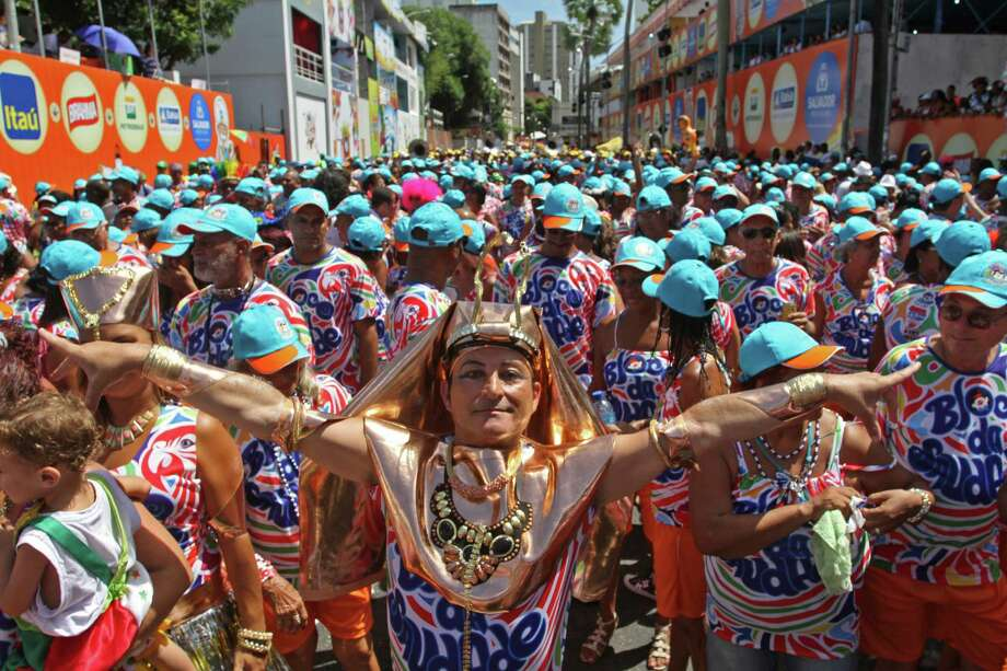 Revelers enjoy carnival celebration during the Fuliões da Saudade performance at Campo Grande circuito in Salvador, Brazil. Photo: LatinContent/Getty Images