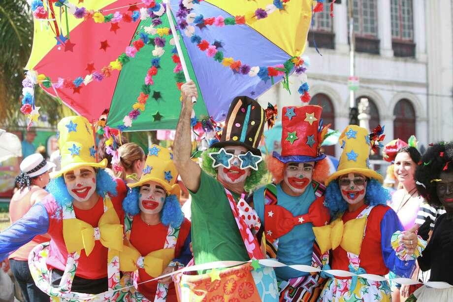 Revelers enjoy during Galo da Madrugada celebration on February 9, 2013 in Recife, Brazil. Photo: LatinContent/Getty Images