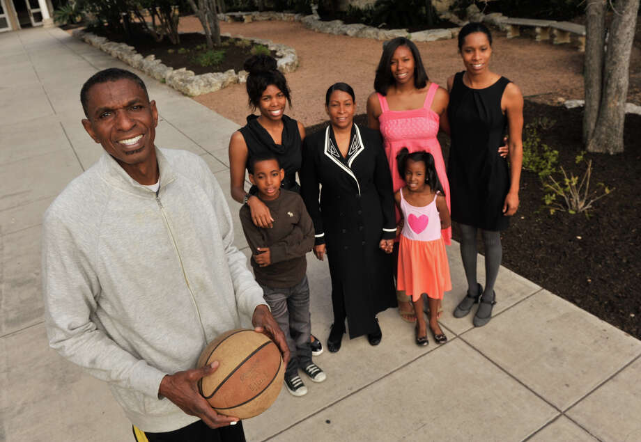 San Antonio Sports Hall of Fame inductee, former Spur and New York Nets player Larry Kenon with his family (left to right) Jordan Mason, Fareedah (cq) Kenon, Vanessa Kenon, Tatiana Mason, Tatum Mason, and Anastasia (cq) Kenon. Photo: Robin Jerstad, Express-News