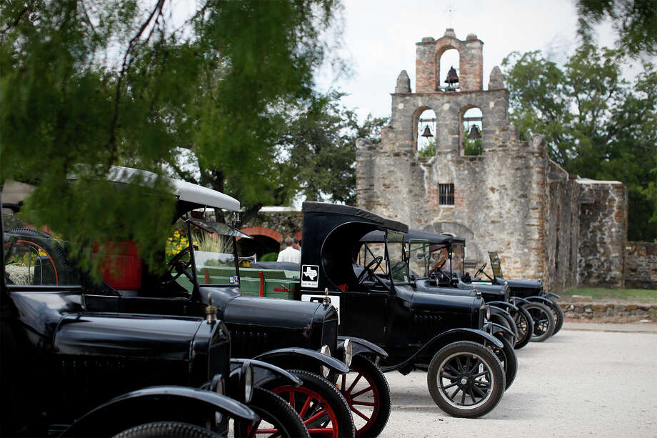 Fords of Texas showed off 10 Model T's stopping at each mission including Mission Espada for an hour at San Antonio Missions National Historical Park , Saturday, September 19, 2009. Jennifer Whitney/ jwhitney@express-news.net Photo: JENNIFER WHITNEY, SAN ANTONIO EXPRESS-NEWS / San Antonio Express-News