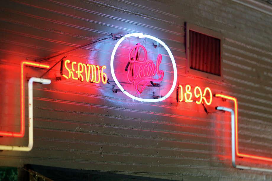 Original neon design at Boehler's restaurant. Photo: TOM REEL, SAN ANTONIO EXPRESS-NEWS / © 2011 San Antonio Express-News