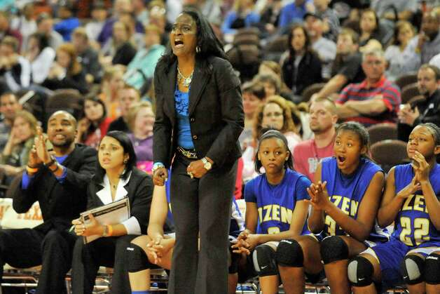 Ozen Lady Panthers head basketball coach Tammy Walker-Brown shouts instruction to a player in thethe second half against Cameron in their Class 4A state semifinals game at the Erwin Center in Austin.   Thursday, March 3, 2011.  Valentino Mauricio/The Enterprise Photo: Valentino Mauricio / Beaumont