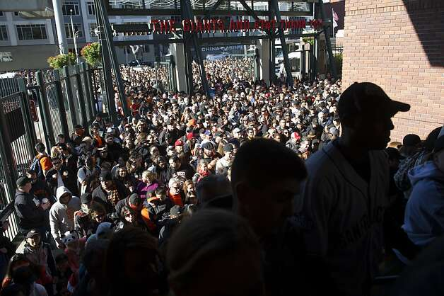 Fans jam the Lefty O'Doul entrance to AT&T Park, eager to meet the Giants and participate in the day's activities. Photo: David Paul Morris, Special To The Chronicle