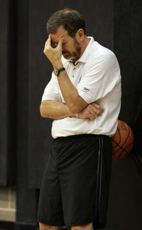 Spurs assistant coach P.J. Carlesimo during practice on June 7, 2005. Photo: JERRY LARA, SAN ANTONIO EXPRESS-NEWS / SAN ANTONIO EXPRESS-NEWS