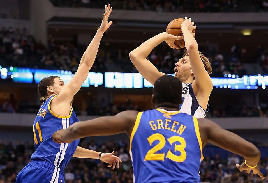 Dirk Nowitzki puts up a shot over Klay Thompson and in front of Draymond Green. Photo: Ronald Martinez, Getty Images