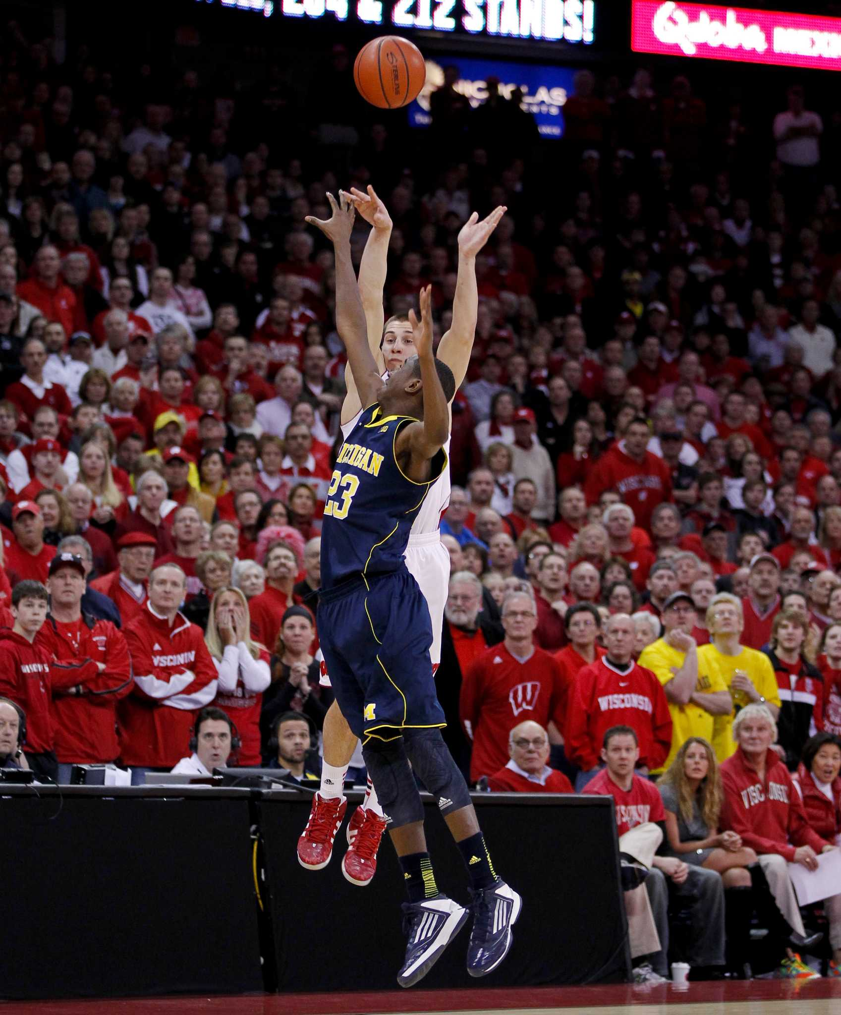 Campus Connect College Sports Entertainment Viral News: No. 3 Michigan Upset