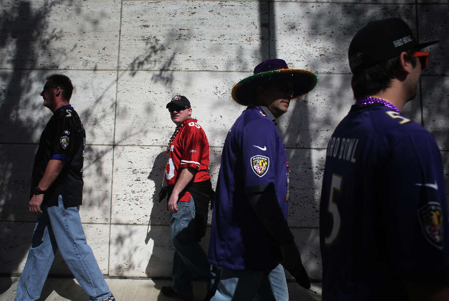 Niners fan Dan Davis, of Chico, Calif, makes his way to Super Bowl XLVII between the San Francisco 49ers and the Baltimore Ravens at the Mercedes-Benz Superdome on Sunday February 3, 2013, New Orleans, La. Photo: Mike Kepka, The Chronicle / ONLINE_YES