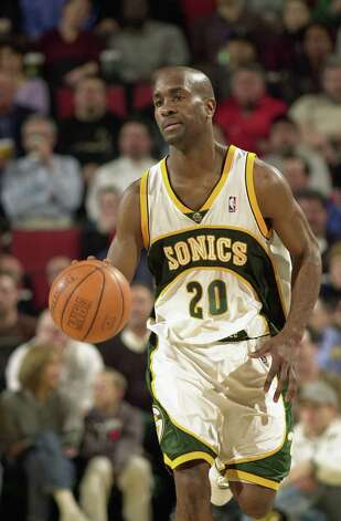 Gary Payton was known for locking down opposing point guards as much as lighting up scoreboards. Photo: Bob Stowell / Getty Images