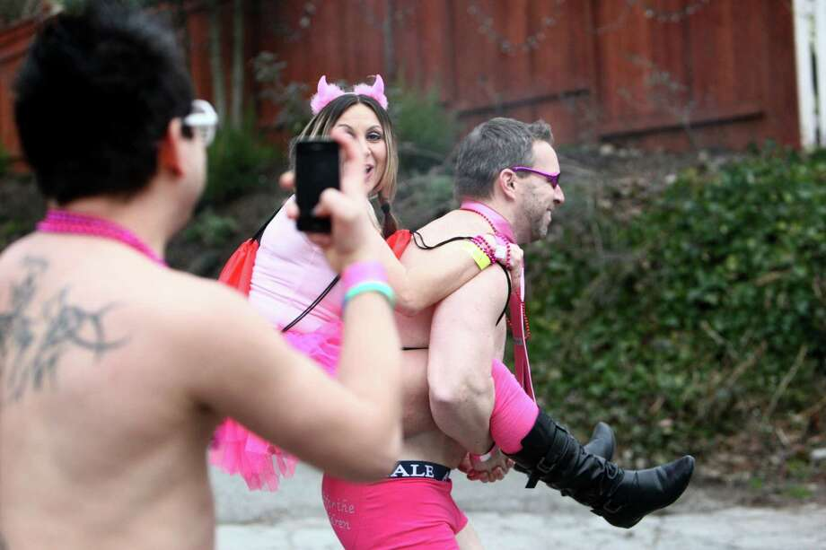 A participant gets a lift up a hill during Cupid's Undie Run. Photo: JOSHUA TRUJILLO, SEATTLEPI.COM / SEATTLEPI.COM