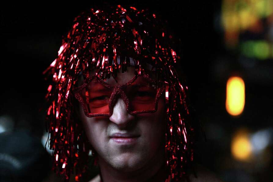 A participant wears a wig during Cupid's Undie Run.