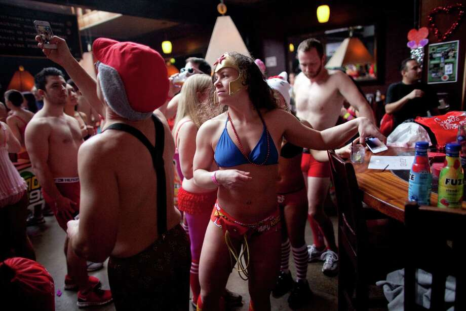 Participants gather at the Ballroom in Fremont during Cupid's Undie Run. Photo: JOSHUA TRUJILLO, SEATTLEPI.COM / SEATTLEPI.COM