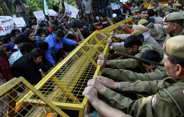 Indian police reinforce their barricades during a protest by left leaning student organizations against Gujarat chief minister Narendra Modi outside the Shri Ram College of Commerce in New Delhi, India, Wednesday. Modi was at the college to address students. Photo: AP