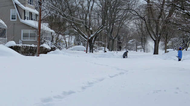 Residents of Smith Street strat digging out from nearly 3 feet of snow dumped on the neighborhood.  FAIRFIELD CITIZEN, CT 2/10/13 Photo: Mike Lauterborn / Fairfield Citizen contributed