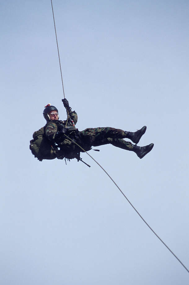 Navy SEAL personnel , part of US Special Forces train for fast roping. Photo: Greg Mathieson/Mai, Time & Life Pictures/Getty Image / Greg Mathieson/Mai