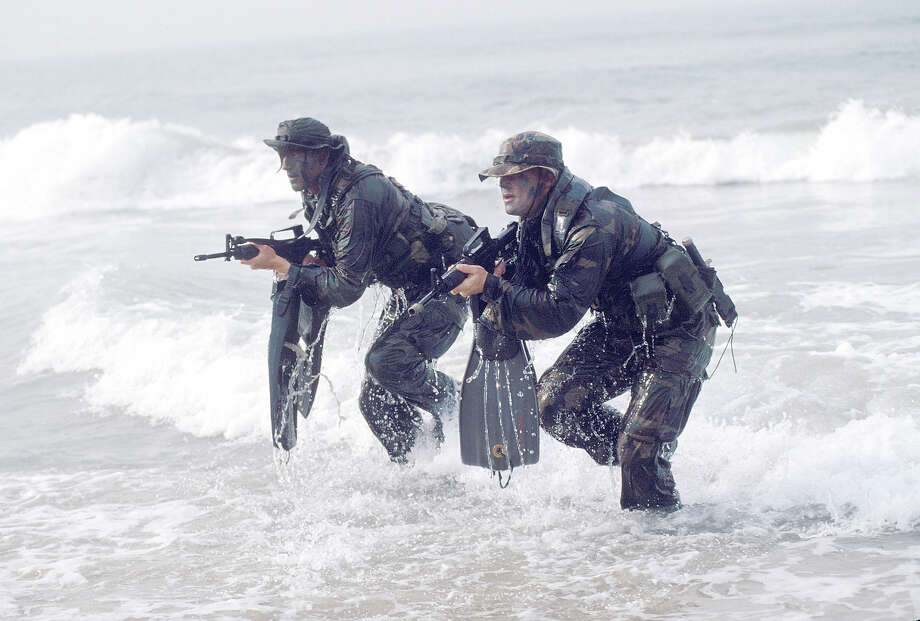 Navy SEALS, part of US Special Forces train for a beach landing. Photo: Greg Mathieson/Mai, Time & Life Pictures/Getty Image / Greg Mathieson/Mai