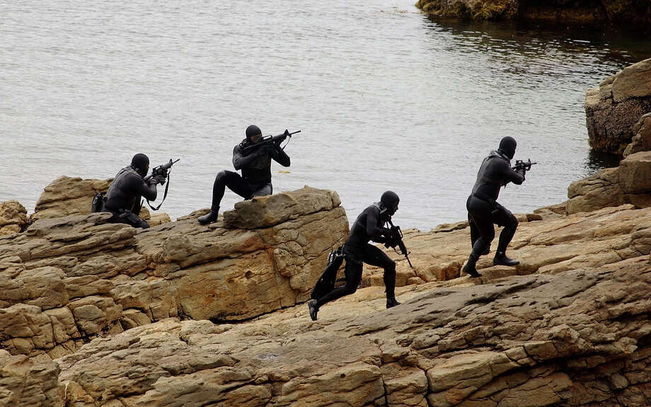 Navy SEALs practice Over The Beach evolutions during a training exercise May 25, 2004 in a Remote Training Facility. Photo: Handout, Getty Images / 2007 U.S. Navy