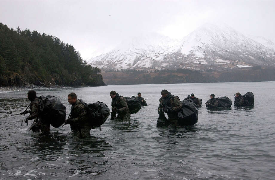 Navy SEALs perform Advanced Cold Weather training to experience the physical stress of the environment and how their equipment will operate, or even sound, in adverse conditions December 14, 2003 in Kodiak, Alaska. Photo: Handout, Getty Images / 2007 U.S. Navy