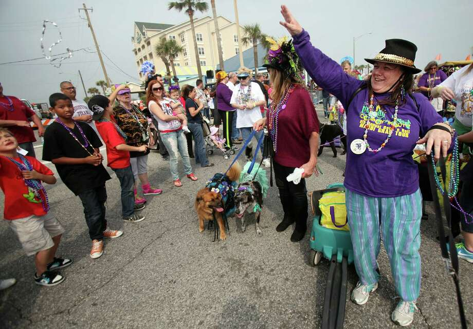 Brenda Johnston tosses beads on the parade route. Photo: Mayra Beltran, Houston Chronicle / © 2013 Houston Chronicle