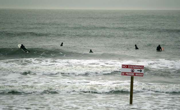 Surfer websites alert surfers about bigger than usual swells due to high winds and stormy weather on Sunday, Feb. 10, 2013, in Galveston. Photo: Mayra Beltran, Houston Chronicle / © 2013 Houston Chronicle