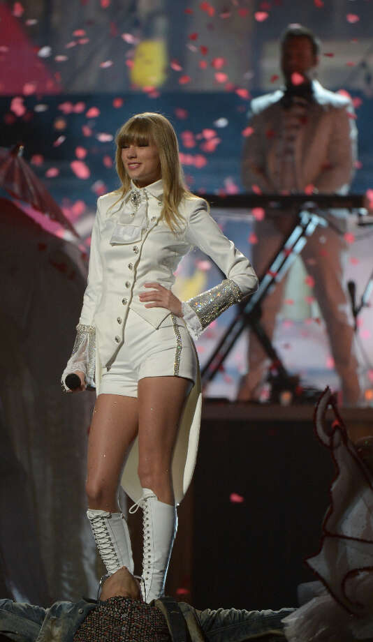 Taylor Swift performs at the Staples Center during the 55th Grammy Awards in Los Angeles, California, February 10, 2013. Photo: JOE KLAMAR, AFP/Getty Images / AFP