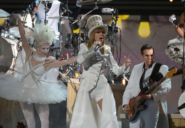 Taylor Swift performs on stage at the Staples Center during the 55th Grammy Awards in Los Angeles, California, February 10, 2013. Photo: JOE KLAMAR, AFP/Getty Images / AFP