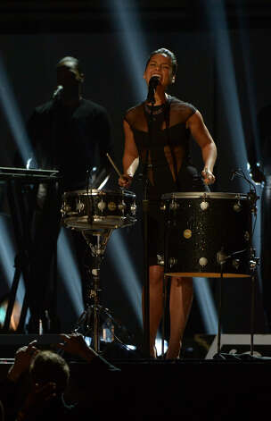 Alicia Keys performs on stage of the Staples Center during the 55th Grammy Awards in Los Angeles, California, February 10, 2013. Photo: JOE KLAMAR, AFP/Getty Images / AFP