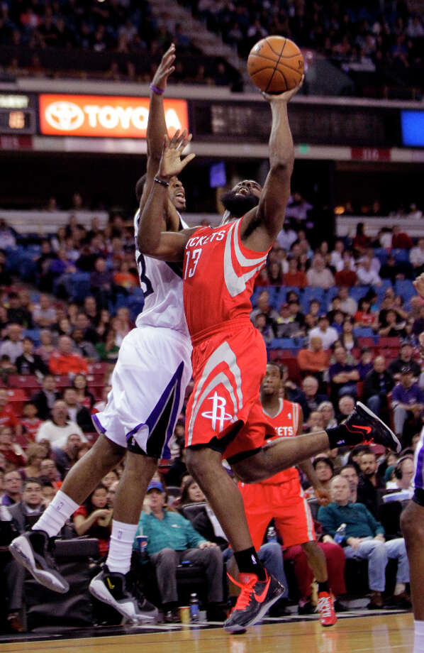 Rockets guard James Harden goes to the basket against   Kings guard Marcus Thornton. Photo: Rich Pedroncelli, Associated Press / AP