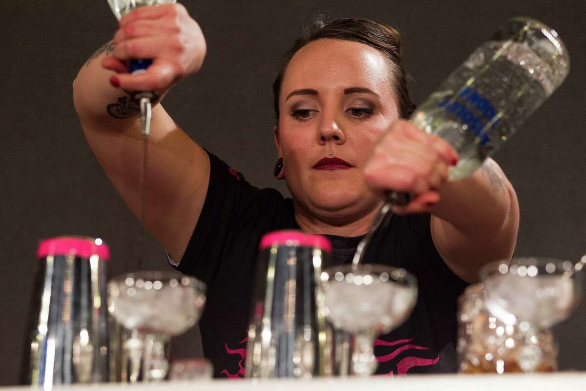 8. Bartenders Women's earnings as pct. of men's: 72.4 percent Women median weekly earnings: $459 Men median weekly earnings: $634 Number of workers: 216,000 Source: 24/ Wall St.