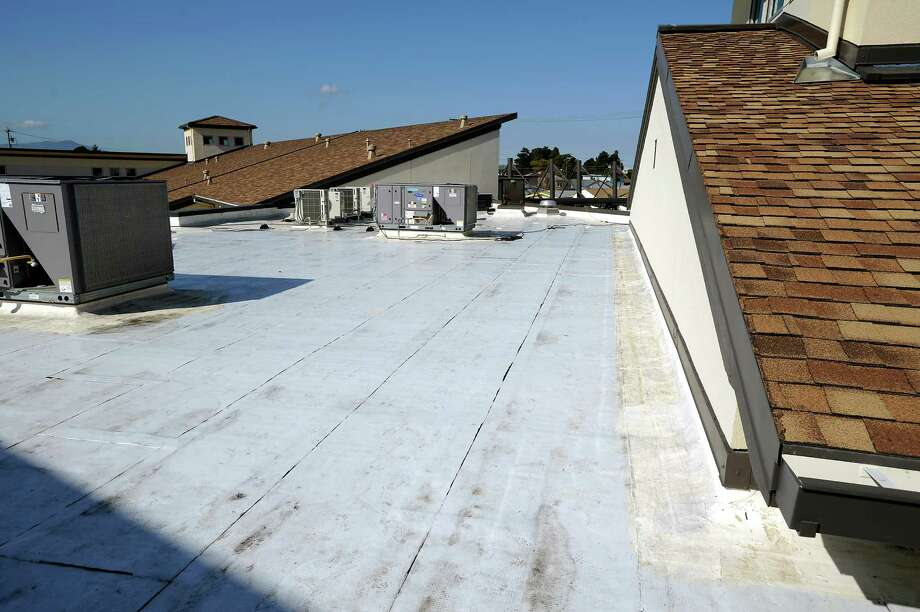 Choose a light-colored roof to decrease heat transferred to the attic. Photo: Michael Short, Special To The Chronicle / ONLINE_YES