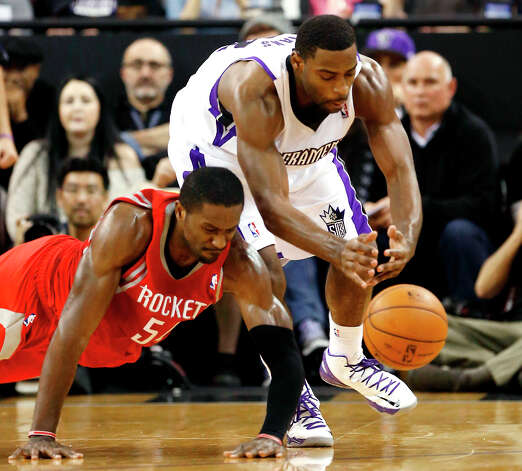Rockets forward Patrick Patterson and Kings guard Tyreke Evans scramble for a loose ball. Photo: Rich Pedroncelli