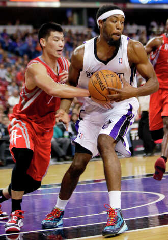 Kings guard John Salmons pulls the ball away from Rockets guard Jeremy Lin. Photo: Rich Pedroncelli