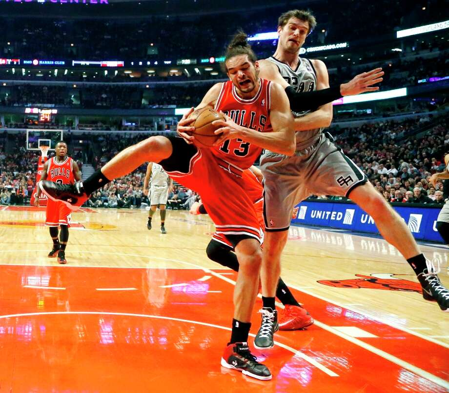 Bulls center Joakim Noah (13) battles Spurs center Tiago Splitter for a rebound during the half Monday, Feb. 11, 2013, in Chicago. Photo: Charles Rex Arbogast, Associated Press / AP
