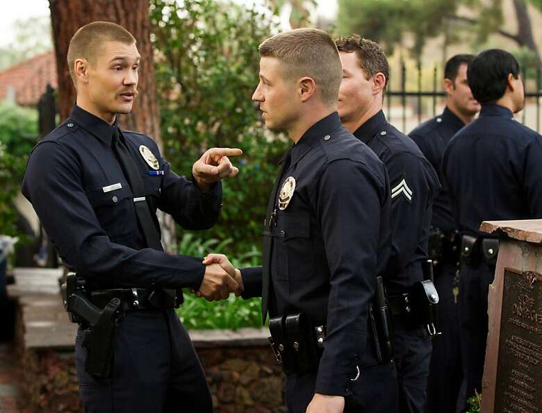 New cop Dave Mendoza (Chad Michael Murray, left) meets up with Officer Ben Sherman (Ben McKenzie)