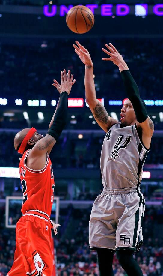 The Spurs' Danny Green shoots over Chicago Bulls' Richard Hamilton during first half action Monday, Feb. 11, 2013 at the United Center in Chicago. Photo: Edward A. Ornelas, San Antonio Express-News / © 2013 San Antonio Express-News