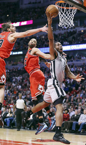 Spurs forward Kawhi Leonard slips past Joakim Noah (left) and Taj Gibson of the Bulls en route to a layup during the second half. Leonard, a second-year player from San Diego State, finished with a career-best 26 points. Photo: Edward A. Ornelas / San Antonio Express-News