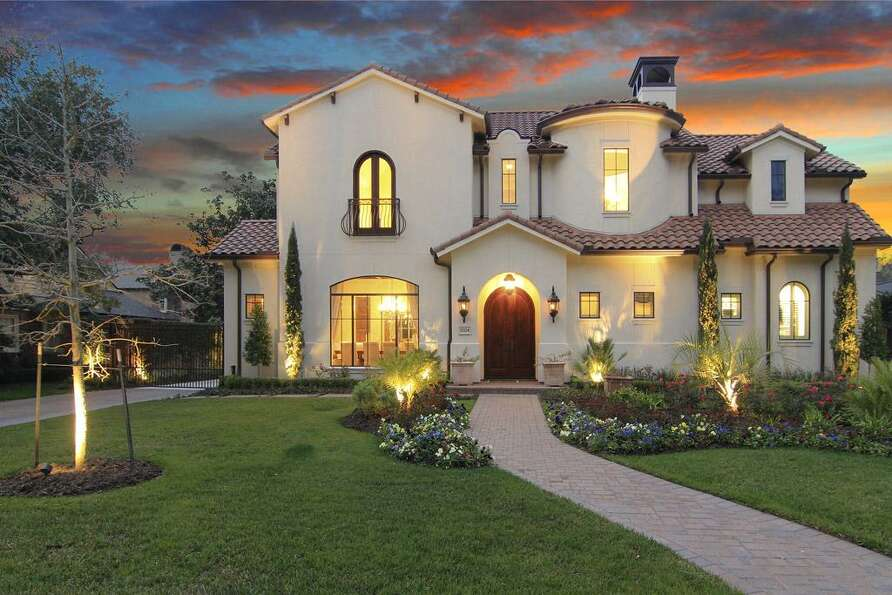 Prime location east of the blvd recently completed in for Beautiful homes in houston