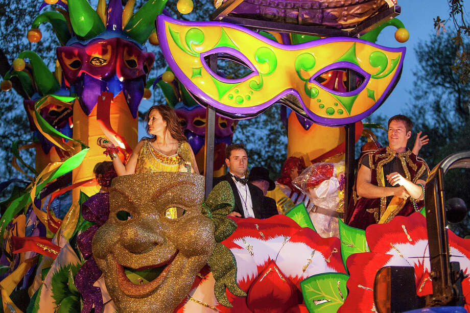 Actress Mariska Hargitay and musician Harry Connick Jr ride in the 2013 Krewe of Orpheus Mardi Gras Parade on February 11, 2013 in New Orleans, Louisiana. Photo: Skip Bolen, Getty Images / 2013 Skip Bolen