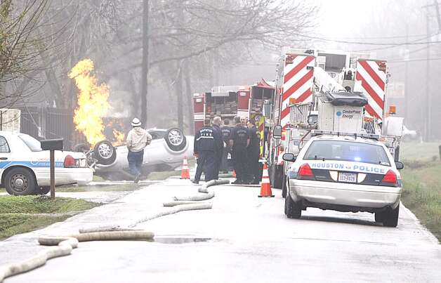 A natural gas line was ruptured in a traffic wreck on Parker near Jensen about 9 a.m. Tuesday. (HC/Nick de la Torre) Photo: Nick De La Torre
